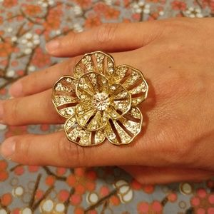 Jewelry - Large, ornate, gold flower ring